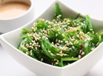 Морская капуста с кунжутом надежно восполнит запасы витаминов В