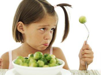 Уговорить ребенка кушать полезнцю пищу с витаминами трудно