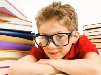 Чтобы ослабить нагрузку на детские глаза следует пить специальные витамины