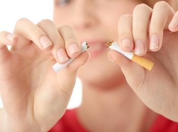 ПЕред зачатием необходимо бросить курить, чтобы не терять запасы фолиевой кислоты