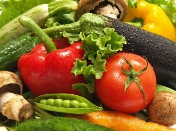 В помидорах, зелени, паприке и зеленом горошке много витаминов, важных для иммунной системы человека