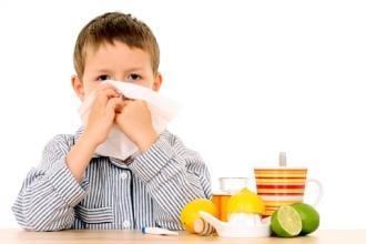 Для повышения иммунитета дети нуждаются в витаминах А, В и С