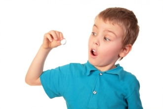 Если питание ребенка несбалансировано, рекомендуется давать ему витамины в таблетках