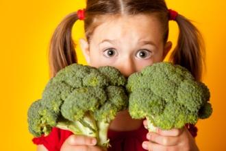 Какие продукты богаты витаминами, необходимыми детям для крепости зубов?