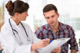Перед зачатием мужчине следует проверить свой организм и проконсультироваться с врачом по поводу приема витаминов
