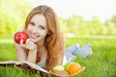 Не повод для хандры: какие витамины пить осенью для иммунитета и в каких продуктах их искать?